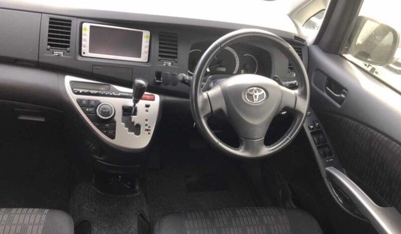 Toyota ISIS 2011 full