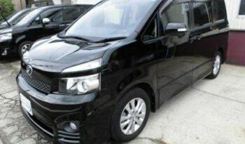 Toyota Voxy ZS 2012 full