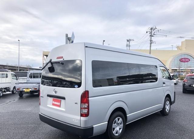 Toyota Hiace Commuter 2014 full